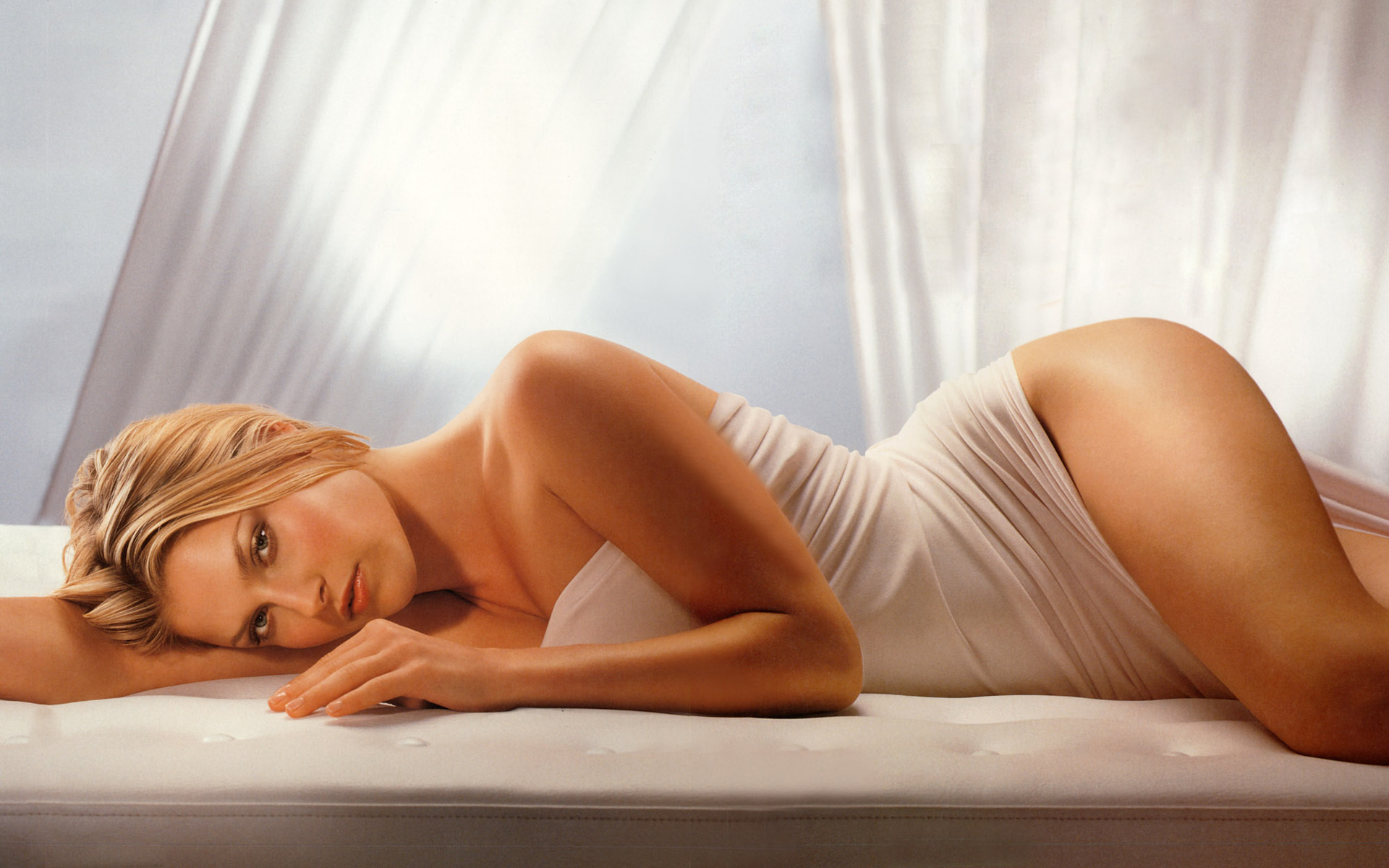 http://www.weesk.com/wallpaper/celebrites-femmes/ali-larter/ali-larter-66-ali-larter-celebrites-femmes.jpg