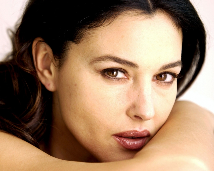 monica bellucci wallpaper. Kontakt