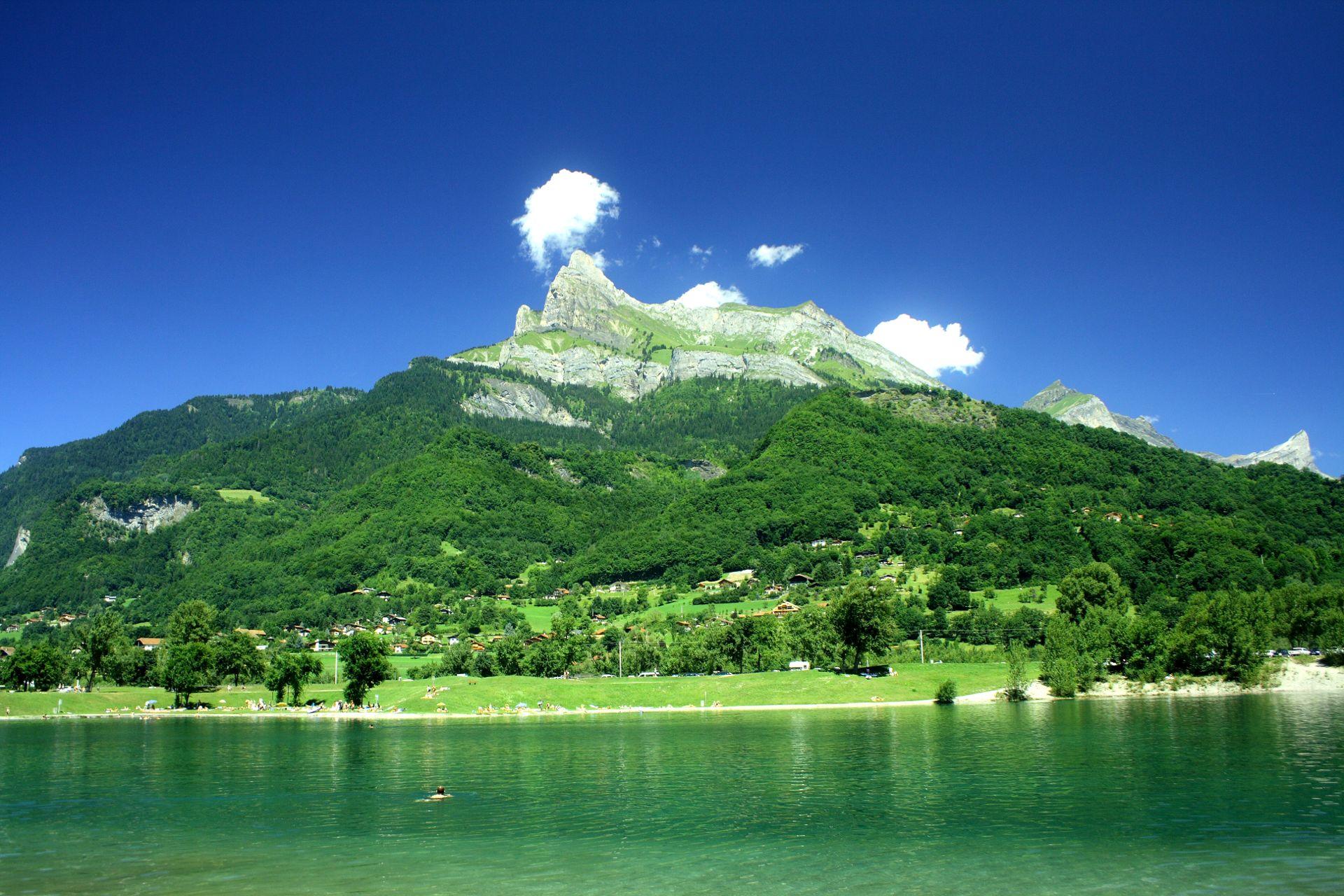 Fond d 39 cran lac de montagne en cours de vote lac de montagne - Montagne nature et style ...