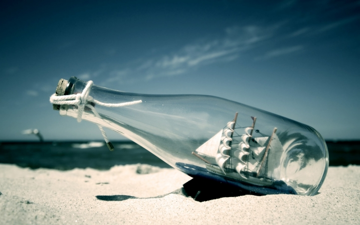 Fond d écran un bateau dans une bouteille